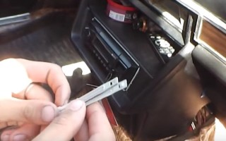 Как снять магнитолу без съемников видео